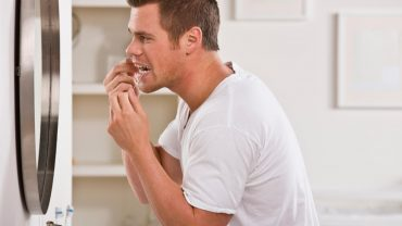 Dos and don'ts of cleaning in between your teeth