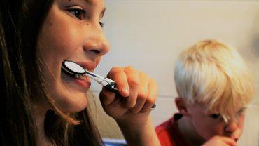 how to brush autistic child's teeth