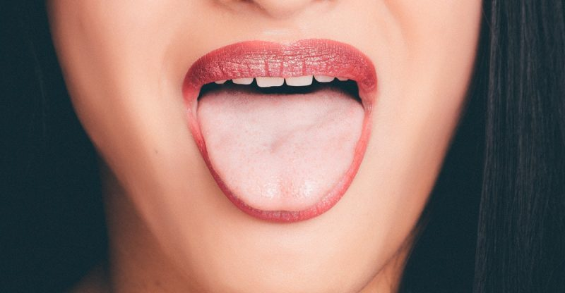 how to clean your tongue with a tongue scraper