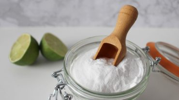 baking soda teeth whitening dangers